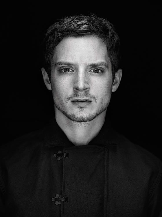 Elijah Wood | Martin Schöller Look Black Background / Striplights/Softboxes front and center plus a spot up high.