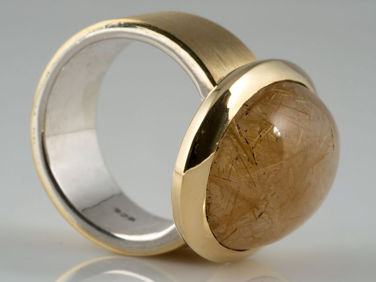 750-er Gelbgold, Silber. Gewicht: ca. 19,20 g. Ringkopf: ca. 19 x 24 mm; Ringgröße: ca. 17,75 mm. Rutilquarz: ca. 10,00 Karat