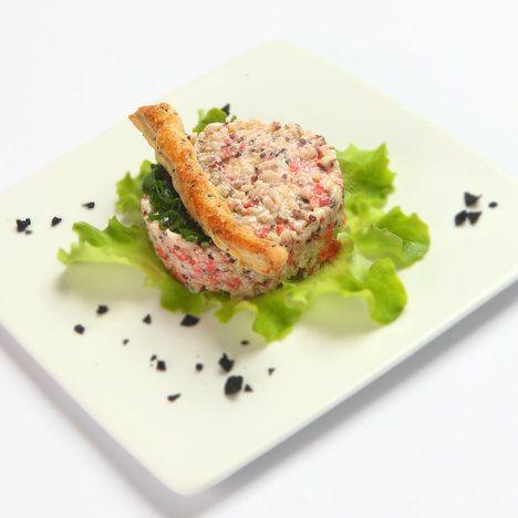Chia semínka mohou posloužit i jako dekorace při podávání salátu z lososa; Archiv redakce