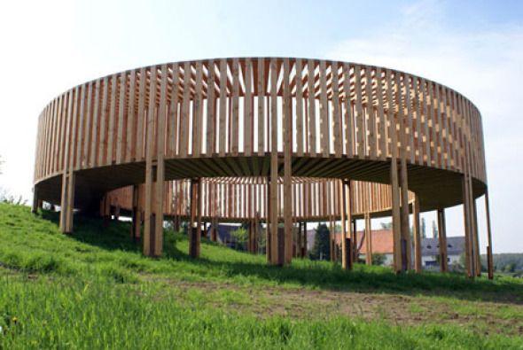 Pasarela de madera para exhibir obras de arte contemporáneo – Planos de Casas Gratis