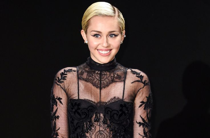 Miley Cyrus Posed & Shared The New Pic On Instagram #DonaldTrump, #LiamHemsworth, #MileyCyrus celebrityinsider.org #celebritynews #Lifestyle #celebrityinsider #celebrities #celebrity