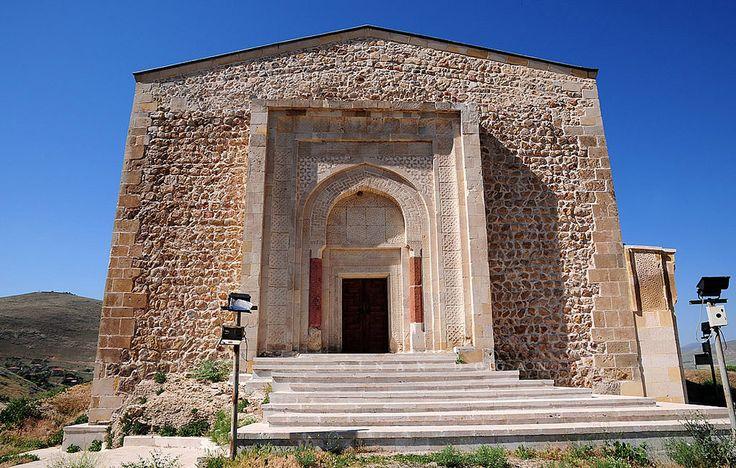 Kale Camii/Divriği/Sivas/// Kale Camii: 1180 yılında Süleyman Şah oğlu Emir İshak tarafından yapılmıştır. Mimarı Maragalı Firuz' un oğlu Hasandır. Kale Camii Türklerin en eski yapısından biri olması sebebiyle çok büyük önem arz etmektedir.