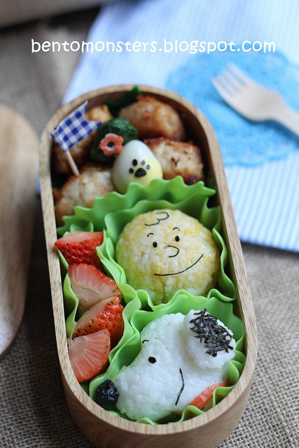 snoopy and charlie brown onigiri rice ball kyaraben bento lunch by bentomonsters comida rara. Black Bedroom Furniture Sets. Home Design Ideas