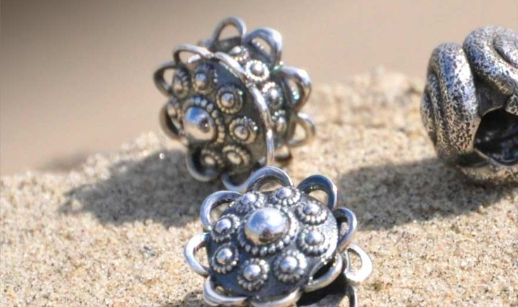Zweeuwse beads