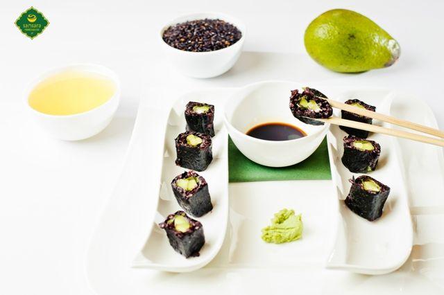 Maki cu rucola şi caju - sortiment vegan de sushi.