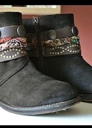 À vendre sur #vintedfrance ! http://www.vinted.fr/chaussures-femmes/bottes-and-bottines/27168847-boots-les-tropeziennes-par-m-belarbi