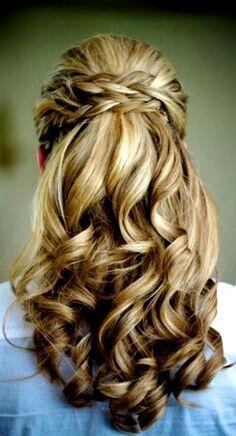 lange Haar mit gelochten Zöpen