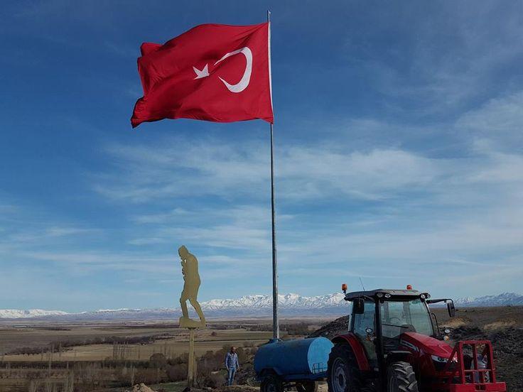 Elbistan Hacıhasanlı Köyü Bayrak ve Atatürk Heykeli dikme çalışması