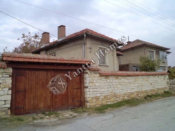 This village is one of the preferred places to live in because of its close proximity to Veliko Tarnovo. There is access to main roads and other neighbouring villages throughout the year. Local amenities are easily available; there is good mobile coverage and connections to internet and satellite.   Sheremetya is located in-between the main road to Sofia-Varna, 6km from Veliko Tarnovo and 3km from the popular village of Arbanassi. It canbe found near a beautiful forest surrounded by peace…