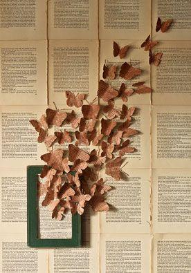 Boekbehang DIY | doe het zelf Het enige wat je nodig hebt zijn een paar boeken, een printer en wat klusgereedschap. Dan maak je in een handomdraai zelf behang. www.twoonhuis.nl