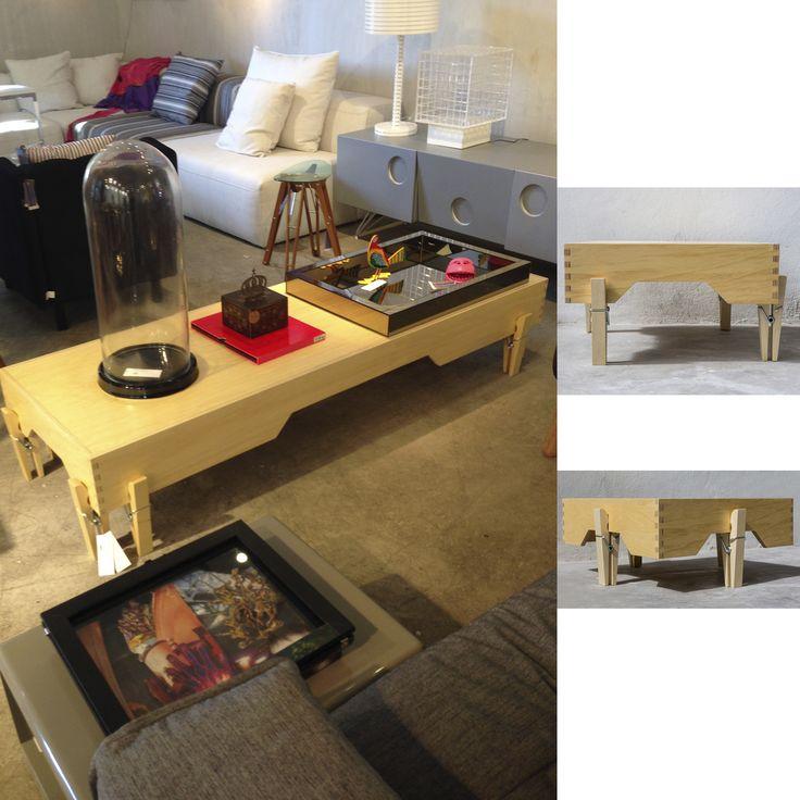 Mesa de Centro Centopéia Design: Helena Camargo Material: Madeira Medidas: 60 X 60 X 17 cm