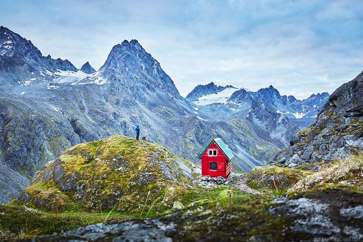 Begging for an escape? Well, guess what—it's your lucky day, because you can stay in this Alaskan cabin for absolutely nothing!
