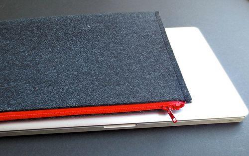 DIY Felt Laptop Sleeve #tutorial