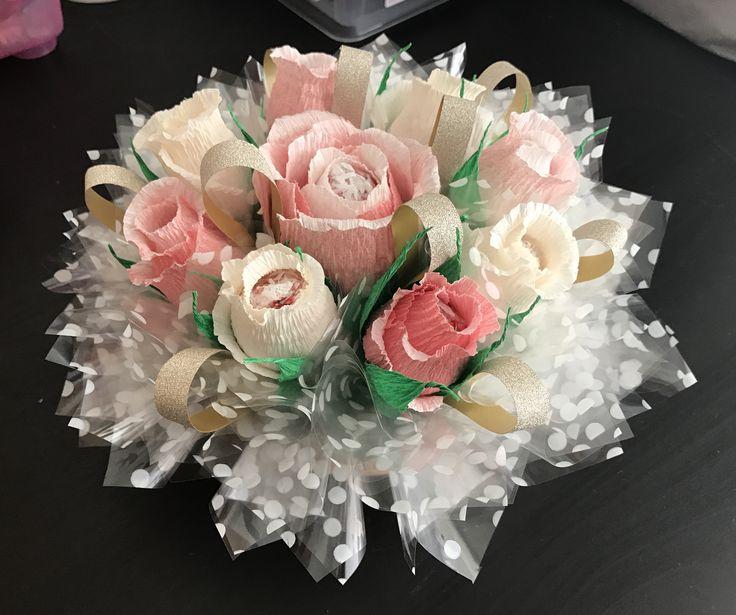 Roses. Every flower contains candy / Розы с клубничными конфетами