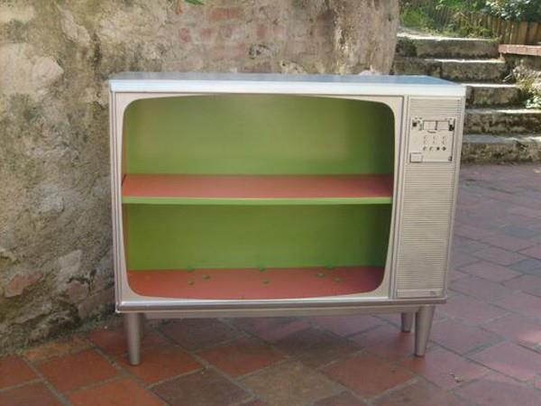 104 best images about reuse of vintage tv 39 s on pinterest for Do betta fish sleep on the bottom of the tank