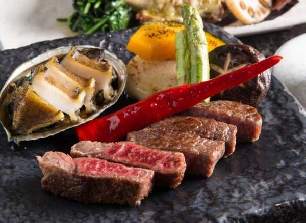 上質な黒毛和牛のステーキが味わえる