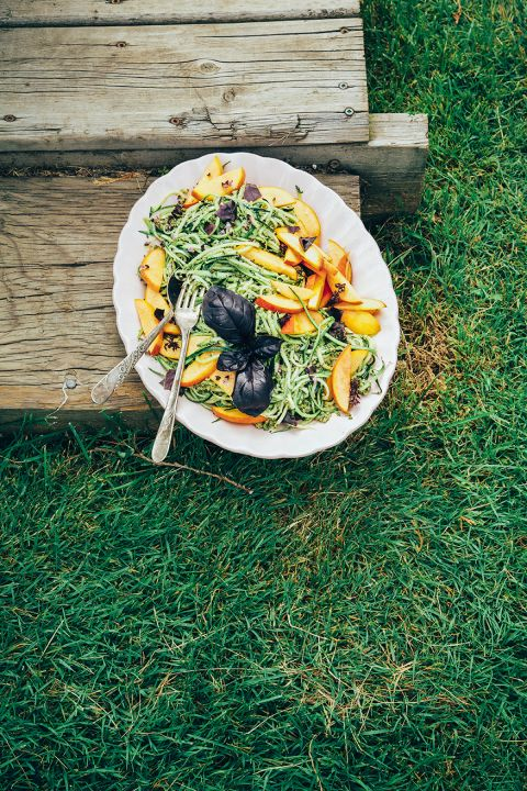 Anya's zucchini spaghetti with pumpkin seed pesto + peaches // via @thefirstmess