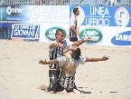 Beach Soccer - FINALI: Ramacciotti abbraccia Jakie Valenti (Viareggio)