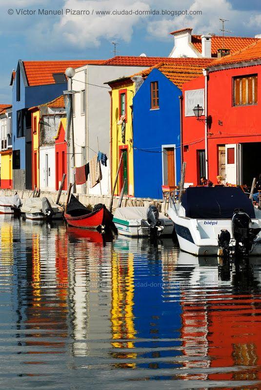 Aveiro, un paisaje de salinas, barcos moliceiros, ovos moles y art decó (I). Aveiro (Región Centro, Beira litoral, Portugal)