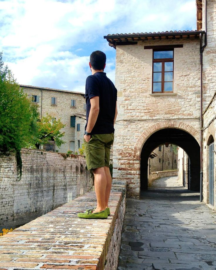 The mind is everything. What you think you become. . . . . . #gubbio #perugia #traveling #door #igersinposa #bridge #city #oldtown #town #umbria #italia #italy #igersitalia #ig_italia #instagramitalia #instagood #vsco #vscocam #whatitalyis #volgoitalia #solocosebelle #picoftheday #sun #sky #skylovers #love #people #tbt