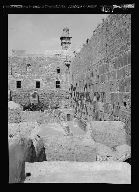 Arab protest delegations, demonstrations and strikes against British policy in Palestine (subsequent to the foregoing disturbances [1929 riots]). Jews' wailing place without mourners. Deserted during riots