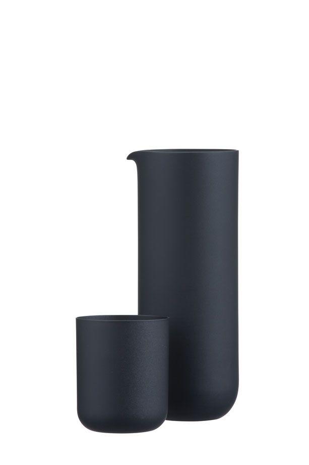 Shopping 2014: 15 objets en noir et blanc (Carafe en verre noir Sugahara) | Décormag