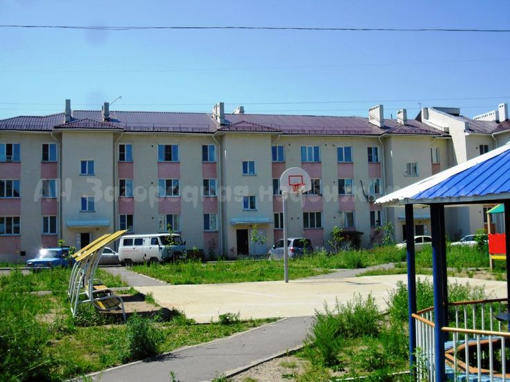 825. Эта квартира именно для вас   Предлагается к продаже 1-комнатная квартира в пос. Приамурский (10 км от г. Хабаровск). Квартира общей площадью 33 кв. м (комната 18 кв. м, кухня 6 кв. м), расположена на первом этаже трехэтажного кирпичного дома. Санузел совмещенный – пол и стены отделаны кафелем, сантехника в хорошем состоянии. Установлен счетчик на воду. В шаговой доступности вся необходимая инфраструктура, школа, поликлиника, детский сад, магазины на любой вкус и кошелек. Отличная…
