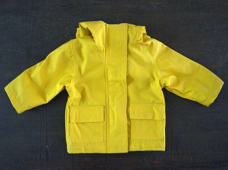 Gele regenjas van 'Babibu' 6 maanden