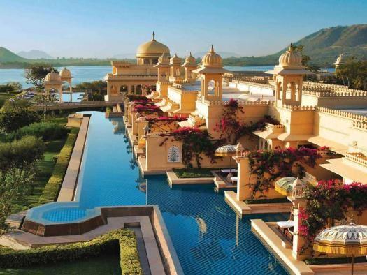 14 piscinas en las que deberías bañarte -al menos- una vez en la vida --- the-oberoi-udaivilas-in-india- puedes utilizar la piscina desde tu propia habitación