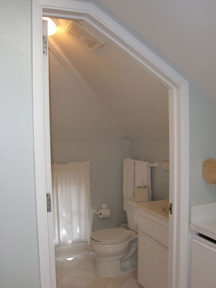 Best 25 small attic bathroom ideas on pinterest attic for Second bathroom ideas
