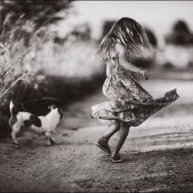 Аромат МАНДАРИНА — это радость, счастье и беззаботность. Тело очень расслаблено. Нет тревоги и опасности. Ведь у меня есть поддержка и опора в лице Взрослого всегда. Злость, раздражение, негатив воспринимаются чем-то чужеродным. Вникать во что-то серьезное-грустное совсем не хочется. Скорее отстраниться и быстренько примкнуть к «своим», солнечным и позитивным. Внутри рождается ощущение , что сил море, поток открывает новые горизонты и хочется скакать, петь, играть и танцевать. (см…