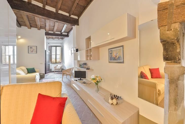 a #livingroom set in the heart of #florence