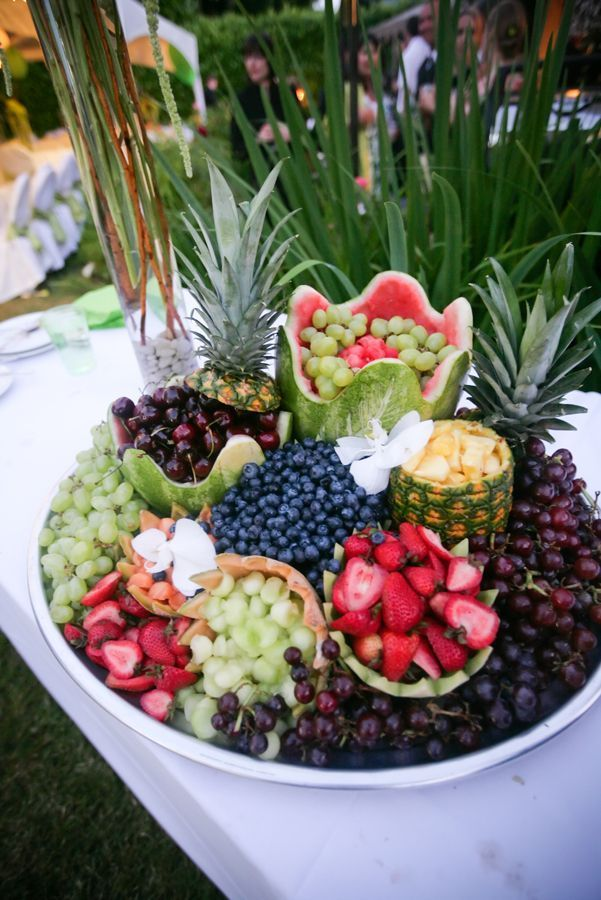 Love this fruit tray. Exotic island buffet.