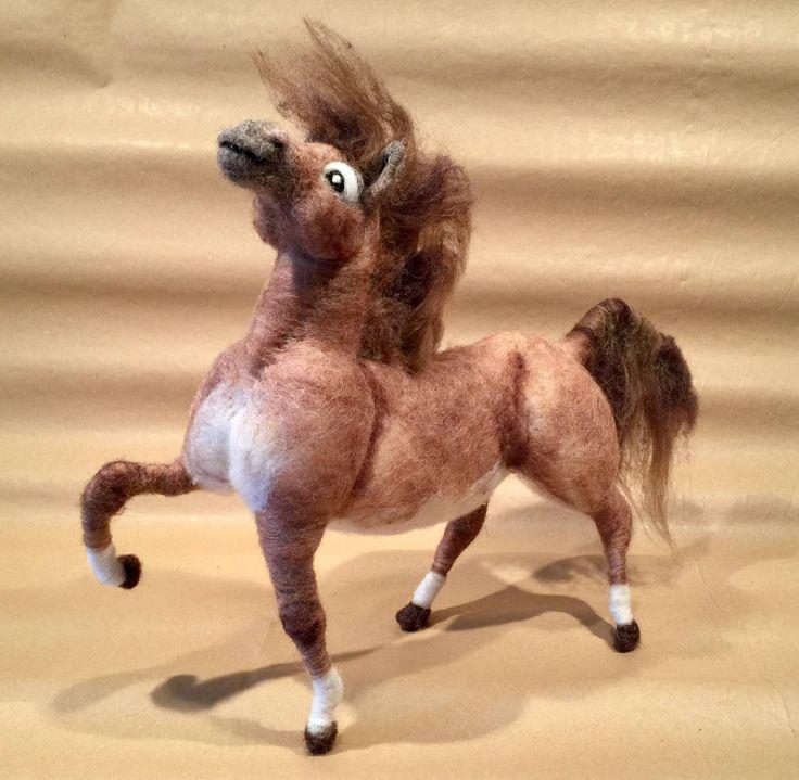 caballo de lana, escultura de caballo, figura caballo, caballo Waldorf, caballo adorno, caballo decoración, caballo de juguete, animal de Wonderwoolart en Etsy