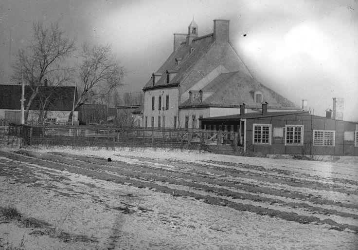 Cette vieille photo de la ferme Saint-Gabriel, à Pointe-Saint-Charles, est toute jeune si on la compare à celles qui ont vécu ici le début d'une aventure incroyable, et pas toujours heureuse, en Nouvelle-France. Est-ce qu'une cinéaste saura un jour transposer à l'écran la vie de ces mères de la nation que la nation ignore?