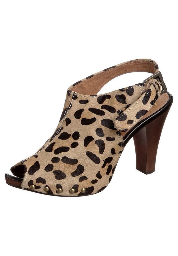 Summer leopard love