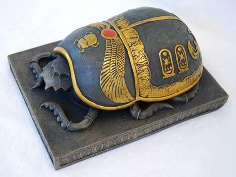 El escarabajo sagrado: Beetles Crafts, Egyptian History, Egyptian Artifact, Shape Boxes, Egyptian Scarab, Egyptian Symbols, Egyptian Hieroglyphs, Scarab Beetles, Ancient Egyptian