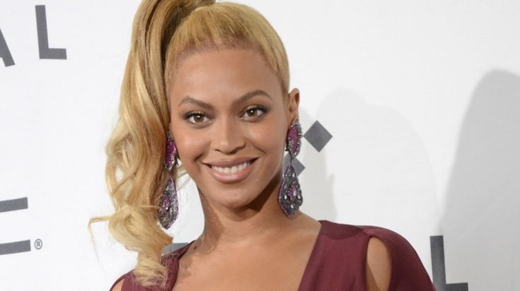 Beyonce dresses up as Storm from X-Men for Halloween