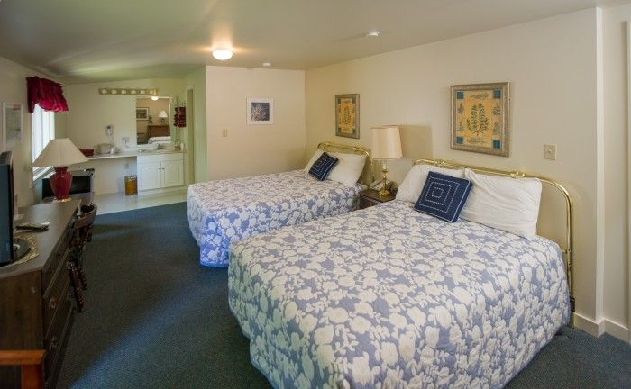 Hotels and Lodging on the Coast of Maine | Schooner Bay Motor Inn, Rockland - takes pets