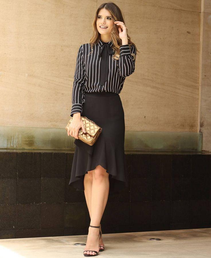 """""""{Winter16} Stripes! Listras são hit na estação! Esse look de camisa listrada com saia de jabot deixou o look da @arianecanovas super sofisticado! ❤ #trend…"""""""