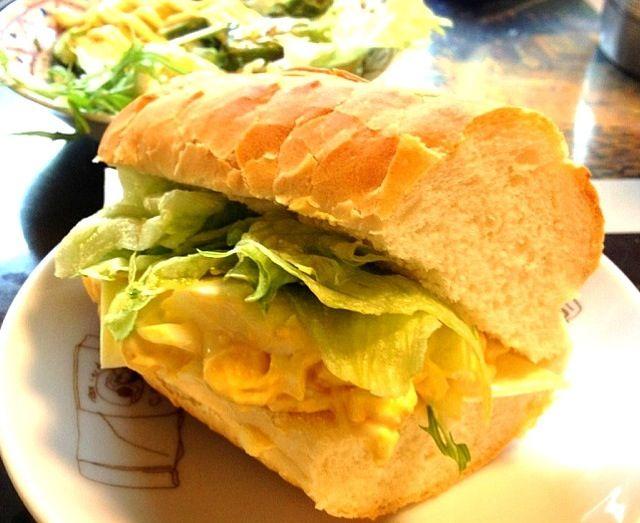 かつてampmで売ってたフランスパンのサンドイッチシリーズが大好きでした。なくなってしまって悲しい…(´・ω・`) - 21件のもぐもぐ - 卵チーズサンド by 386۬৺۬☆