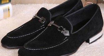 Cómo limpiar el polvo de los zapatos de gamuza