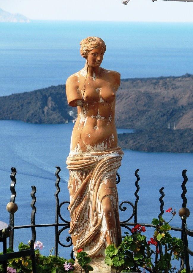Aphrodite Statue On Balcony in Santorini: Santorini Greece, Beautiful Statut, Balconies, Greece Aphrodite, Greece Travel, Beautiful Places, Aphrodite Statues, Statues Sculpture, Greek Art