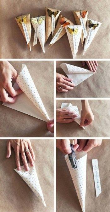 「クルッ・パチッ・ペタッ」これで三角コーンのオリジナルラッピングの出来上がり!ペーパーの柄や貼るシールによって印象が変わりますよ!