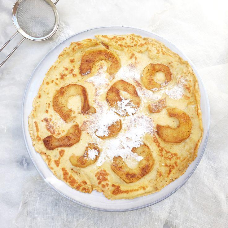 Mijn eenvoudige basisrecept om heerlijke pannenkoeken te maken. Pannenkoekenbeslag maken met slechts bloem, melk en eieren. Recept voor 8 pannenkoeken.