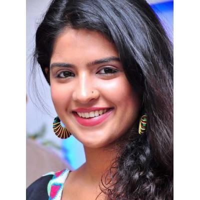 Deeksha Seth latest close up pics
