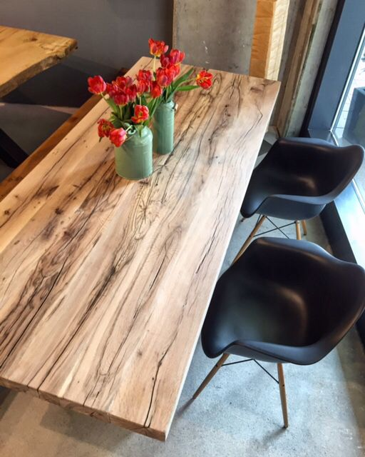 Tisch holztisch massivholztisch aus rustikalem altholz for Tisch altholz