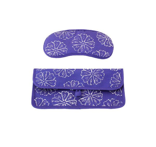 The ultimate in jet-setting luxury. Stylish hand-woven 100% silk eye mask keeps out the light so you can get your beauty sleep. Perfect for travel lovers.