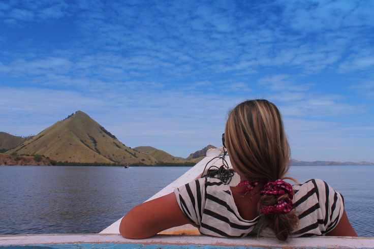 Lay ur down on the boat jjust assure u are save in #Indonesia. #Flores #adventure #nature #beauty