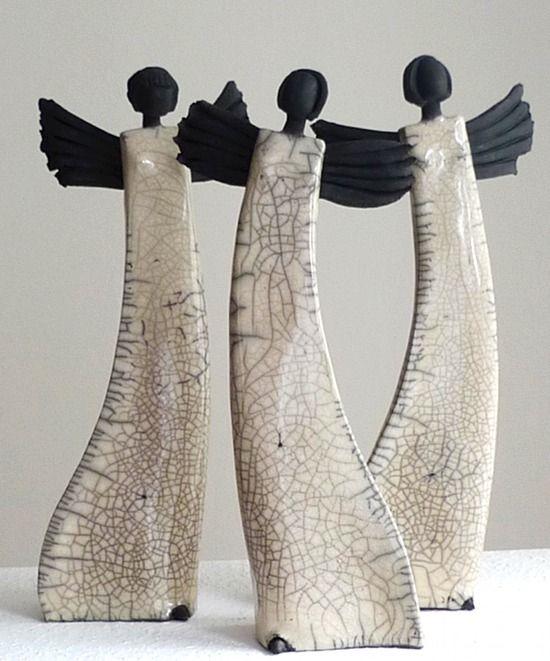 Weihnachtsengel: Raku Skulptur von Margit Hohenberger